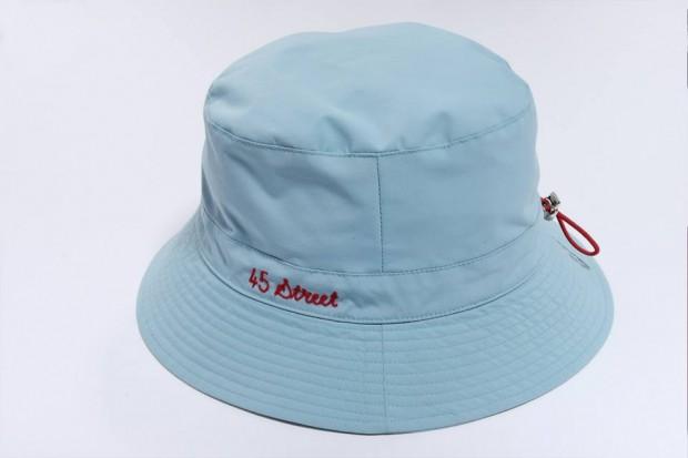 ae269cf4a8b ... с новите си bucket шапки за лятото, които ще стоят добре върху главата  на най-големия им колекционер SchoolBoy Q. Дизайнерите на марката добавят  нов ...