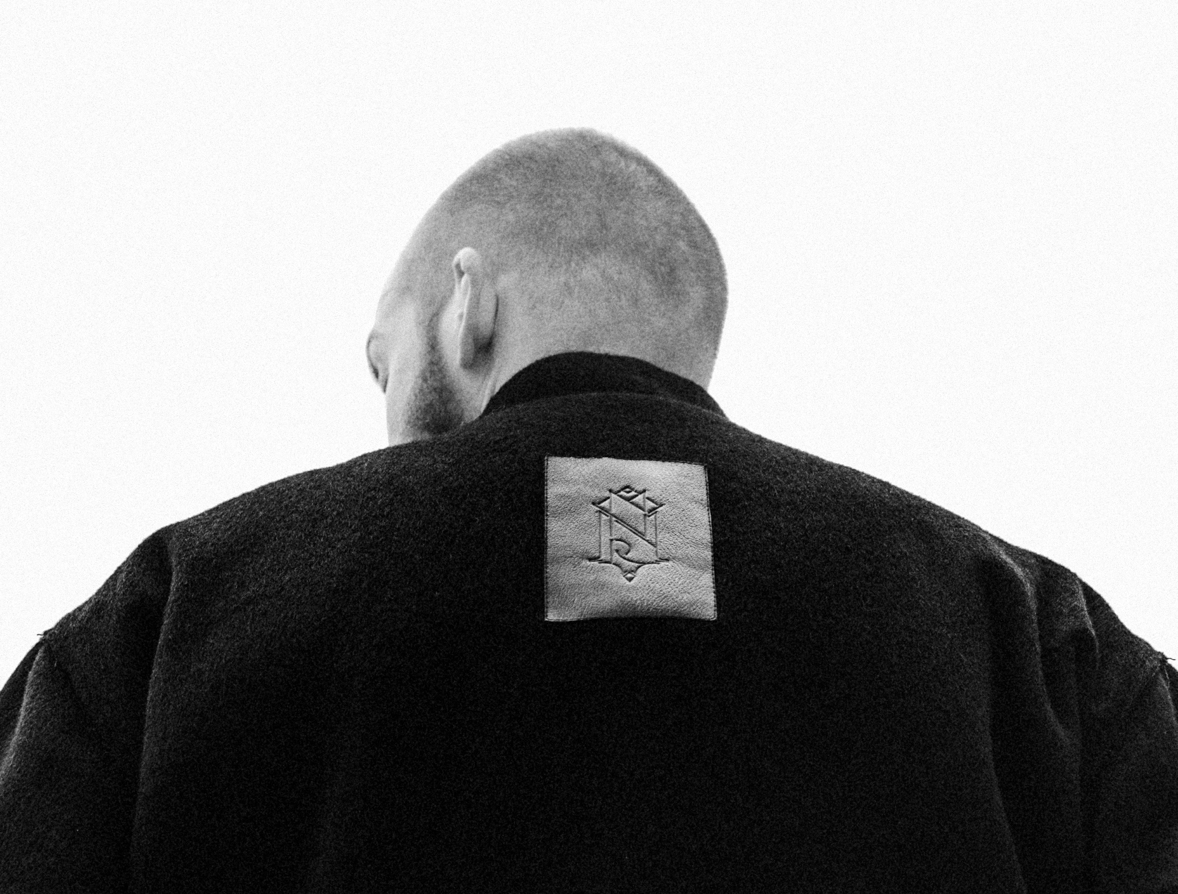 Всички (в София) знаят кои са, но дизайнерите на Minoar предпочитат да си останат сравнително анонимни създатели на мъжка и женска мода без определена географска принадлежност (сайтът им също няма ...