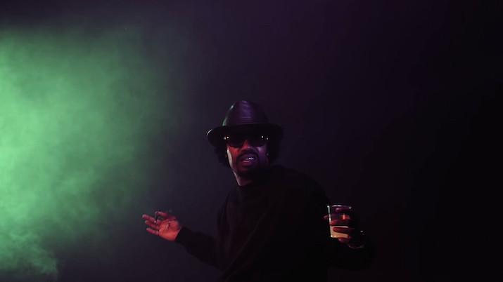 Damon Riddick продължава да доказва защо е кралят на съвременния тежкарски фънк с първия сингъл към наследника на предишния си албум от 2009, Toeachizown. We Continue е от онези музикантски парчета на Dâm-Funk в духа на 7 Days Of Funk със Snoop Dogg,...