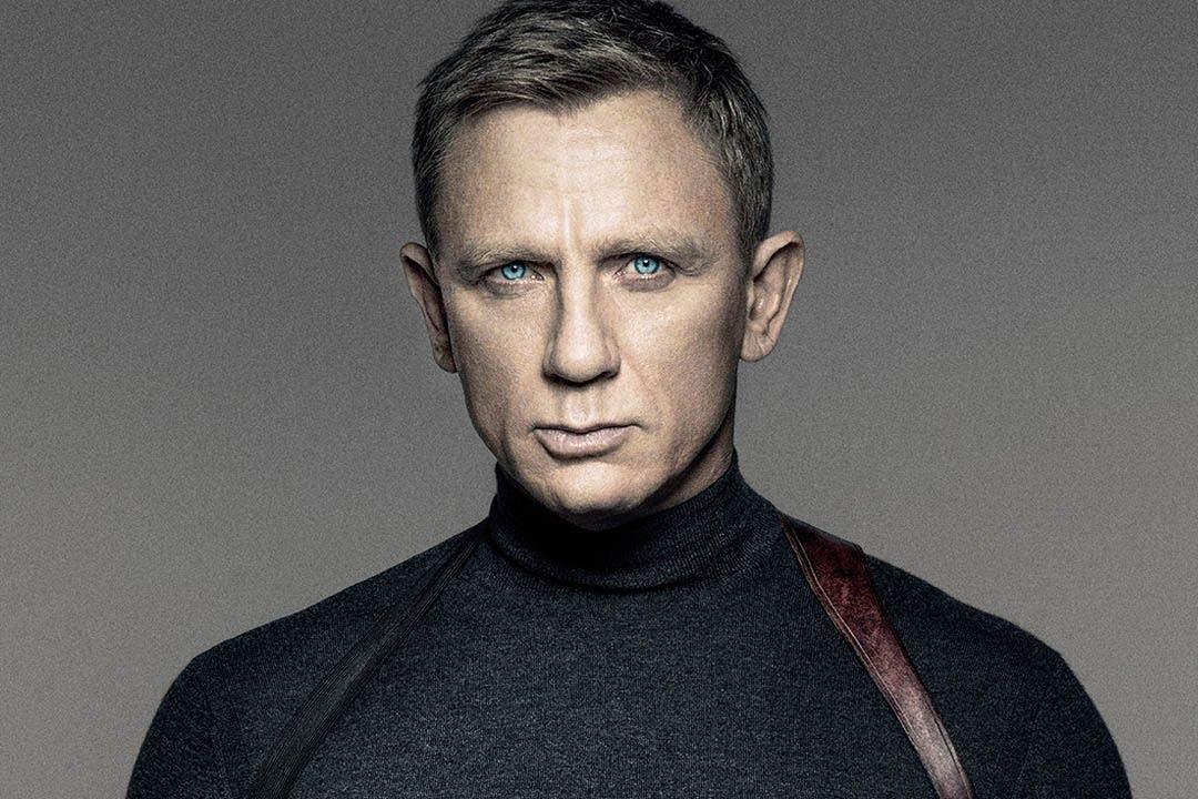 Пронизващите сини очи на Daniel Craig смразяват почти толкова сигурно, колкото и кашмирното сиво поло на N.Peal в промо кампанията и първия пълен трейлър на Спектър, който ще се появи по кината в началото на ноември. Английският супер шпионин James...