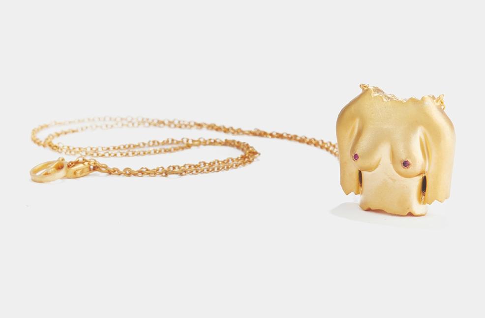 Колие Rubies Boobies от злато с два рубина върху зърната, £390